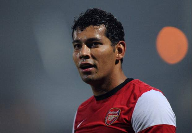 Arsenal prepared to offload Andre Santos as Wenger steps up search for centre half