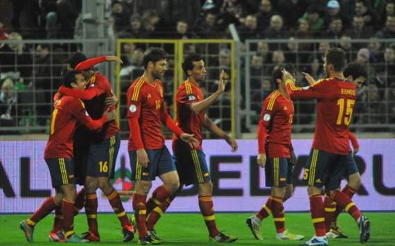 Spain celebrating