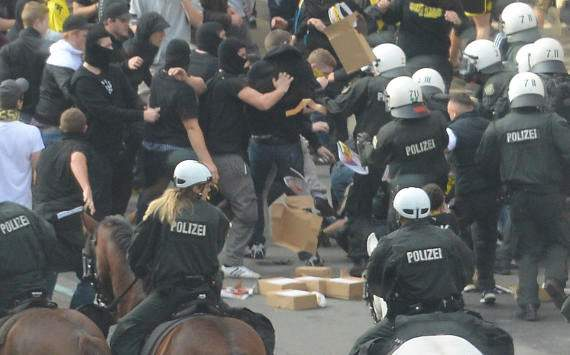 Future Ruhr derbies could be played behind closed doors, says police chief