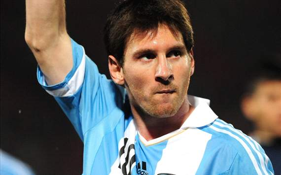 Messi to fly by private jet to make Argentina friendly match