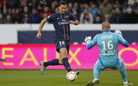Ligue 1 : Zlatan Ibrahimovic vs Stephane Ruffier (Paris SG vs AS Saint-Etienne)