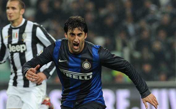 Giorgio Chiellini (J), Diego Milito (I) - Juventus-Inter - Serie A