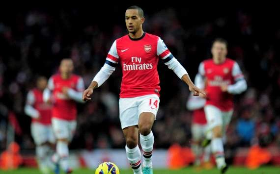 TEAM NEWS: Walcott starts for Arsenal against Fulham