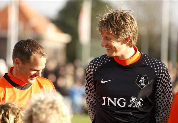 Van der Sar set for Ajax return