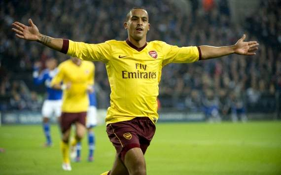 'You have to commit' - Wenger urges Walcott to pen new Arsenal deal