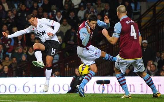 Epl, Aston Villa v Manchester United,  Javier Hernandez, Ron Vlaar
