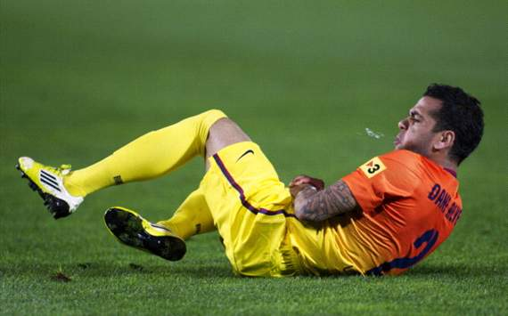 Dani Alves sustains pulled hamstring