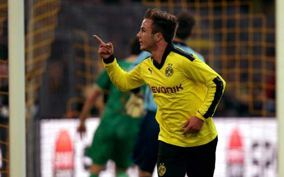 Dortmund's Gotze celebrates against Furth