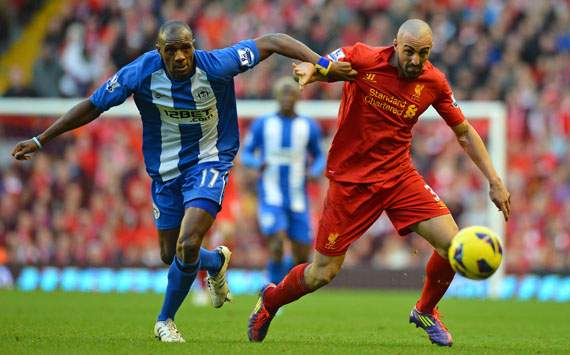 EPL - LIVERPOOL-WIGAN, Jose Enrique and Emmerson Boyce
