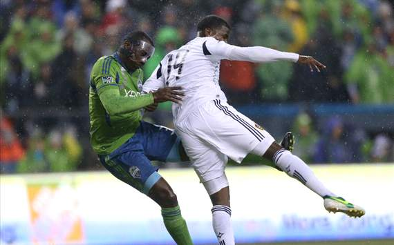 Edson Buddle, Jhon Kennedy Hurtado; Los Angeles Galaxy v Seattle Sounders