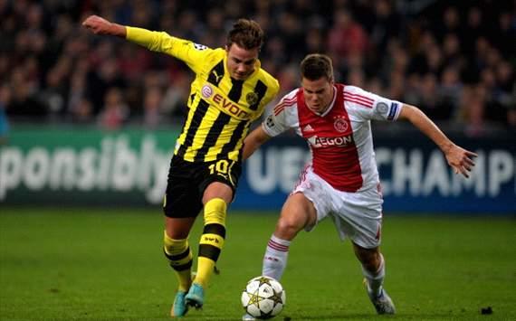 Mario Götze and Niklas Moisander (Ajax - Borussia Dortmund)