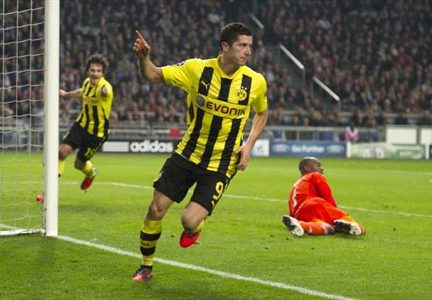 Dortmund's Zorc denies receiving offers for Lewandowski