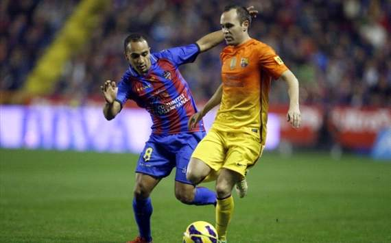 Nabil El Zhar, Andrés Iniesta - Levante v Barcelona