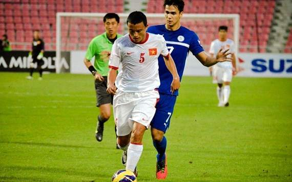 AFFSC Nguyen Van Bien and Phil Younghusband vietnam v Philippines