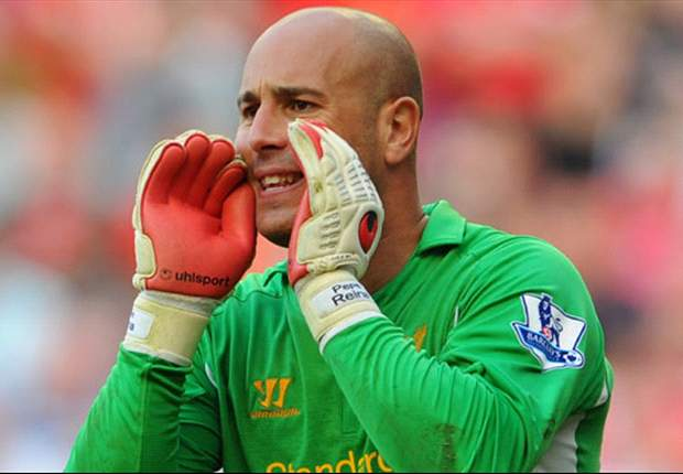 Liverpool goalkeeper Reina has operation on broken nose