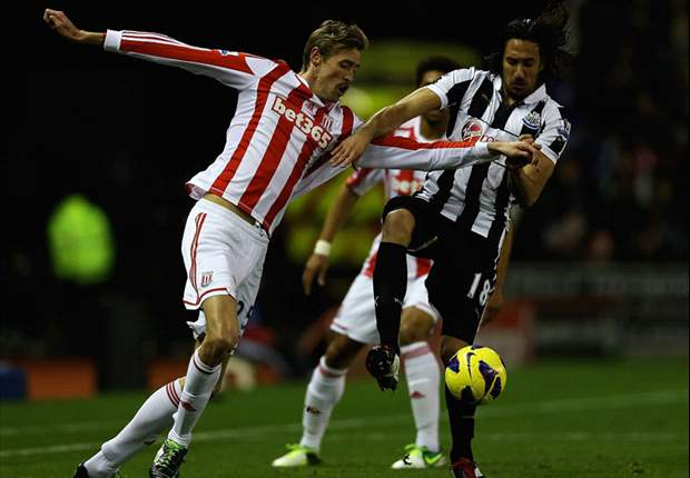 Crouch loses three teeth in collision with Newcastle defender Coloccini