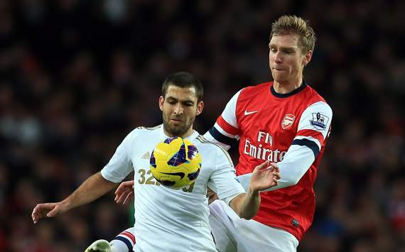 EPL - Arsenal v Swansea City, Itay Shechter and Per Mertesacker