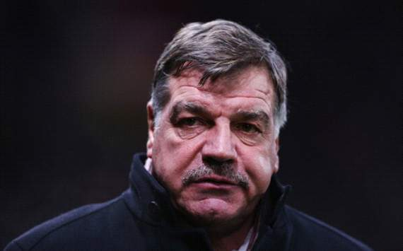 West Ham boss Allardyce fined and warned by FA