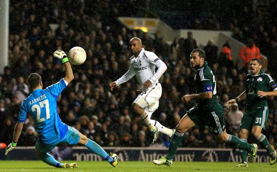 Spurs edge into knockout phase