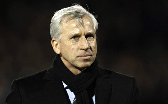 Pardew: Newcastle must buy a striker to replace Demba Ba in January