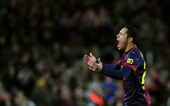 Adriano resumes Barcelona training