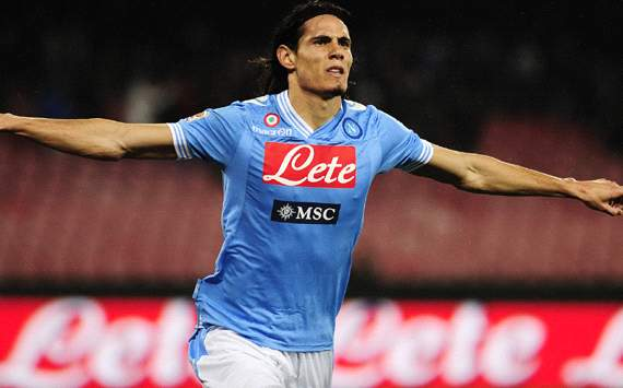 Napoli reject €55 million Cavani bid