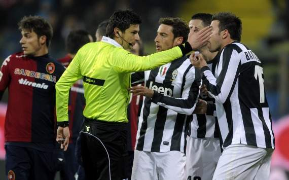 Juventus players and referee Damato (Serie A)