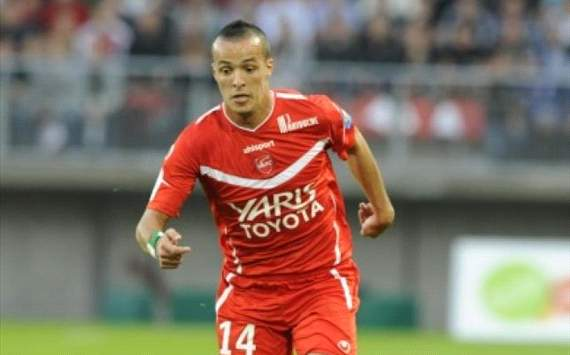 Algeria star Kadir signs for Marseille