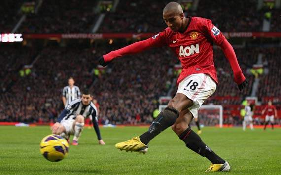 Ashley Young Absen Lawan Tottenham Hotspur