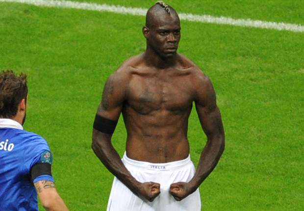 Extra Time: Balotelli commissions statue of himself