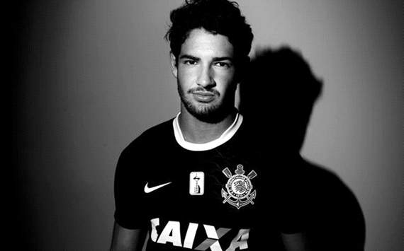 Pato 'incredibly happy' at Corinthians