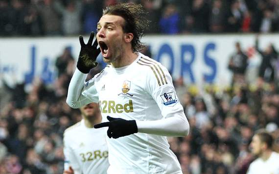 Michu signs new deal with Swansea until 2016