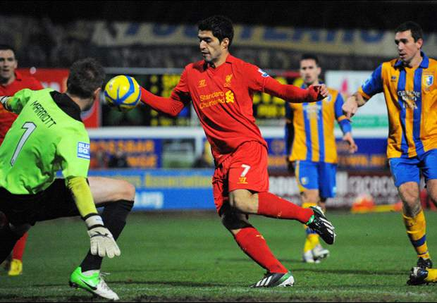 Liverpool legend Fowler labels Suarez criticism 'laughable'