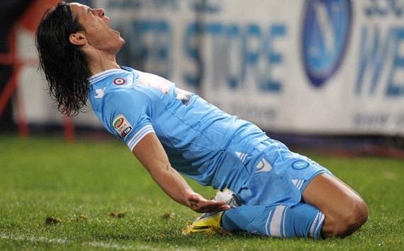 Cavani coy on Napoli future as De Laurentiis demands €63m