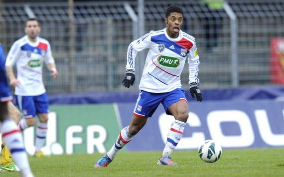 Lyon's Bastos agrees personal terms with Schalke