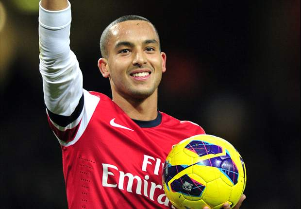 Walcott to start on the right for Arsenal against Chelsea