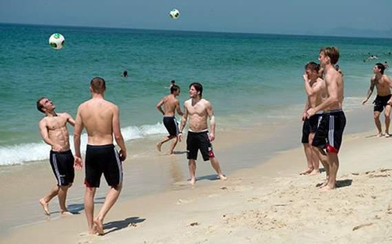 Jogadores da Ajax jogam altinha na Barra