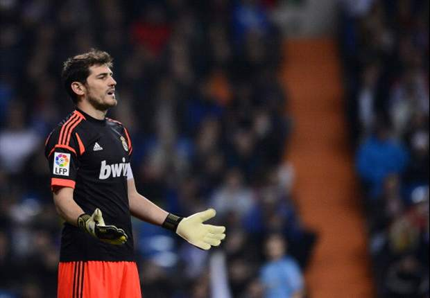 Casillas out of Manchester United clash with broken thumb