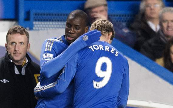Chelsea fans barrack Torres & Benitez following shock Capital One Cup loss to Swansea