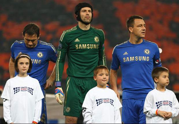 Chelsea keeper Cech ready to play through pain barrier