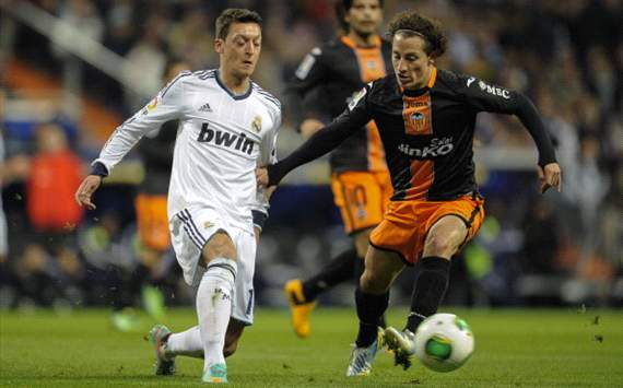 Mesut zil, Andrs Guardado - Real Madrid v Valencia