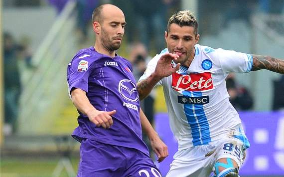 Borja Valero against Valon Behrami - Fiorentina-Napoli