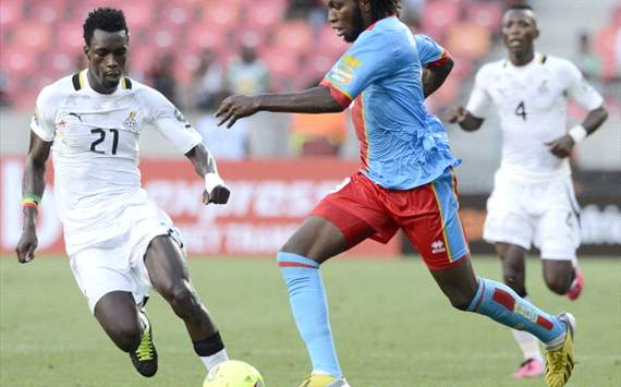Dieudonne Mbokani fights for the ball with Ghana's defender John Boye - Ghana vs DRC