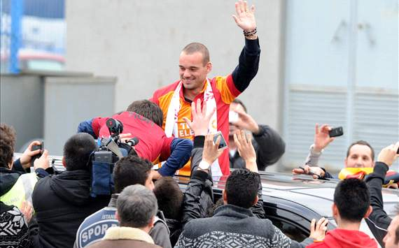 Ribuan Fans Galatasaray Sambut Wesley Sneijder