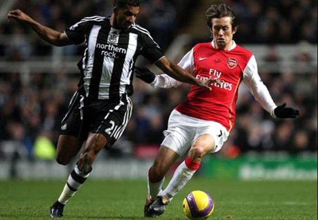 Wenger Hopeful Rosicky Will Return By Christmas