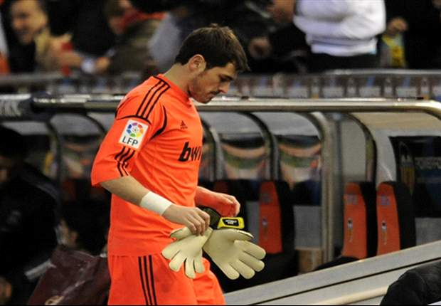 Casillas resumes ball training