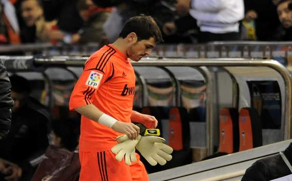 Real Madrid's Casillas could miss up to 12 weeks