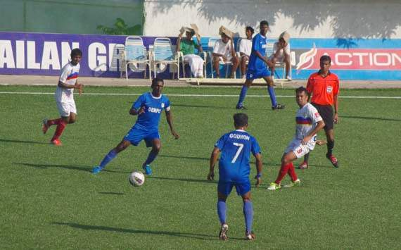 Climax Lawrence passes to Godwin Franco, Dempo SC vs ONGC FC, I-League