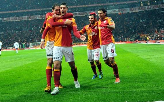 Sneijder und Galatasaray siegen im Derby