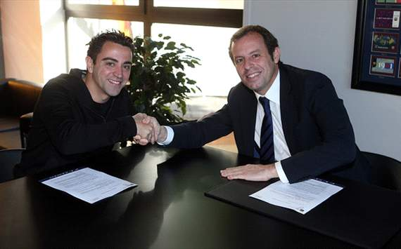 xavi signs new contract